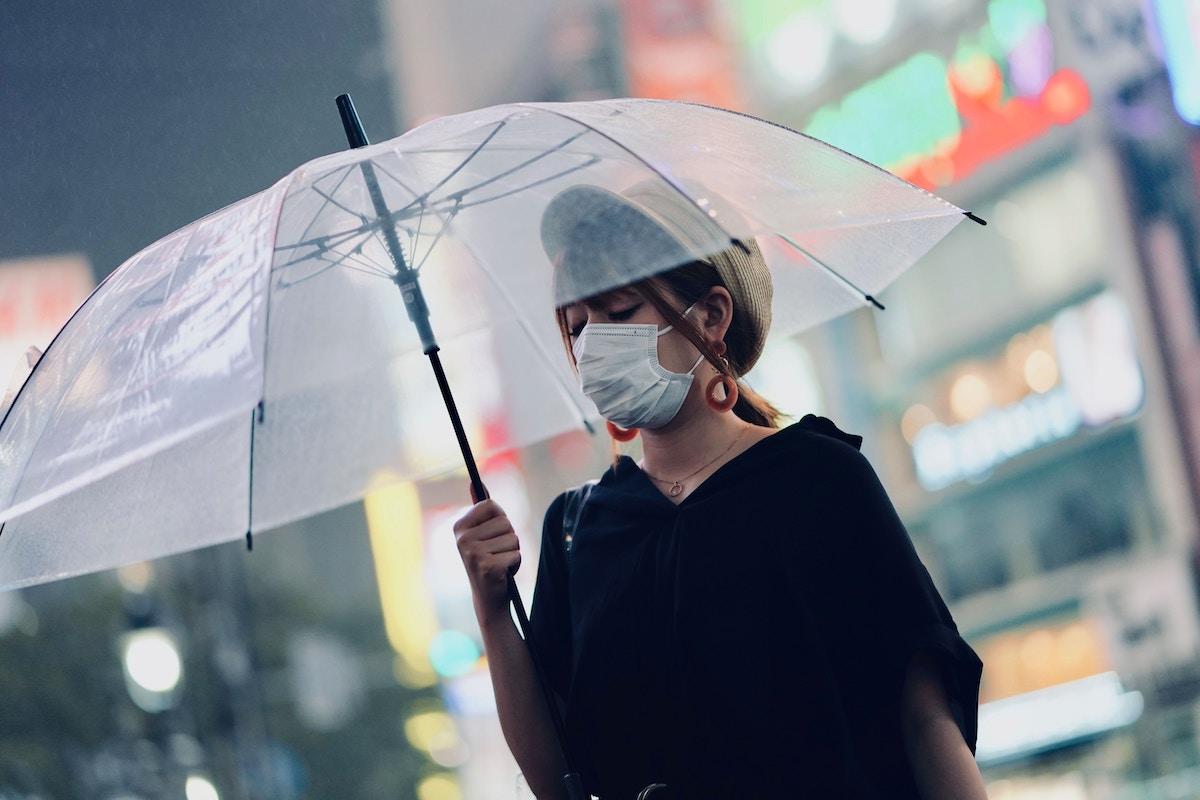 マスクをつけている人
